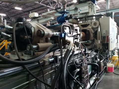 2001 310 ton Cincinnati 41 oz. Magna Toggle injection molding machine