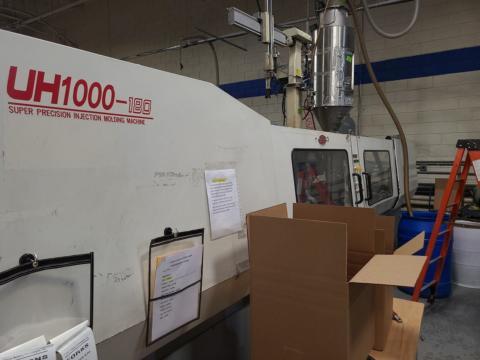 1996 197 ton Nissei FN4000 UH1000 9.6 oz. injection molding machine
