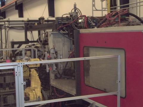 2008 950 ton Cincinnati Wide Platen 3-Color Injection Molding Machine