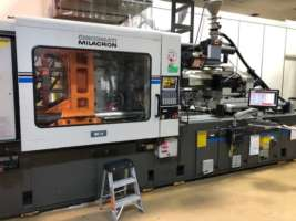 1992 550 ton Cincinnati 54 oz injection molding machine