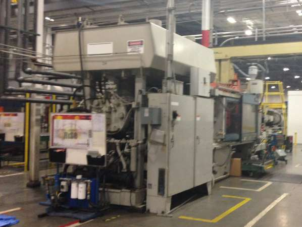 1994 1100 ton HPM 260 oz Injection Molding Machine