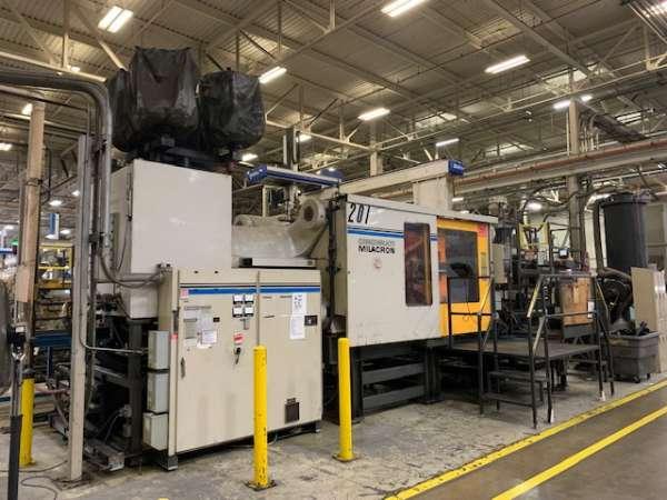 1995 1000 ton Cincinnati 140 oz. Wide Platen Injection Molding Machine