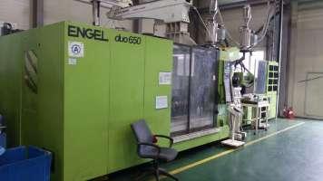 2010 650 ton Engel, 2-Color