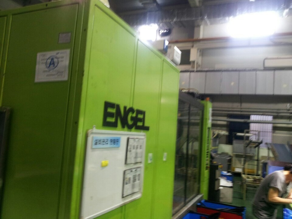 2005 900 ton Engel, W/P 88.43 oz