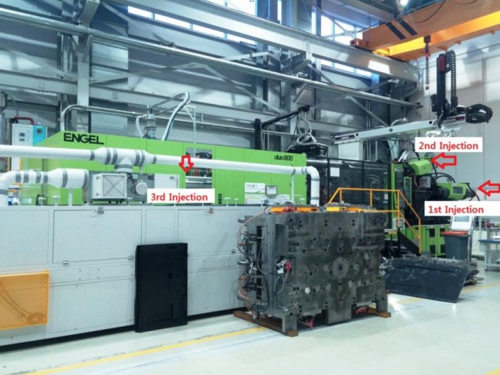2011 800 ton Engel 3-Color